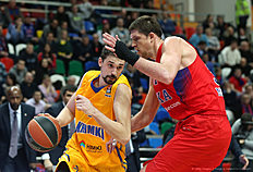 MOSCOW, RUSSIA — FEBRUARY 25: Alexey Shved, #1 of Khimki Moscow Region competes with Victor Khryapa, #31 of CSKA Moscow in action during the 2015-2016 Turkish Airlines Euroleague Basketball Top 16 Round 8 game between CSKA Moscow v Khimki Moscow Region at Megasport Arena on February 25, 2016 in Moscow, Russia.