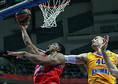 MOSCOW, RUSSIA — FEBRUARY 25: Kyle Hines, #42 of CSKA Moscow competes with Paul Davis, #40 of Khimki Moscow Region in action during the 2015-2016 Turkish Airlines Euroleague Basketball Top 16 Round 8 game between CSKA Moscow v Khimki Moscow Region at Megasport Arena on February 25, 2016 in Moscow, Russia.
