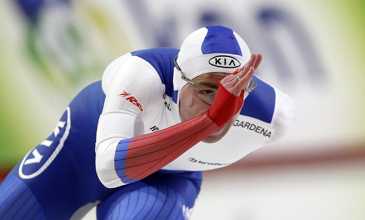 Aleksey Yesin of Russia skates during the men's 1,000 meter фото (photo)