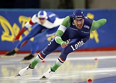 Kjeld Nuis of the Netherlands, front, skates ahead of Ruslan Murashov of Russia during the men's 1,000 meter race of the ISU World Sprint Speed Skating Championships in Seoul, South Korea, Sunday, Feb. 28, 2016. (AP Photo/Lee Jin-man)