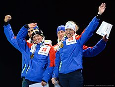 (L-R) Martin Fourcade, Marie Dorin Habert, Quentin Fillon Maillet and Anais Bescond of France celebrate with their Gold Medals at the medals ceremony after the 2x6 + 2x7,5 mixed relay event at the IBU World Championships Biathlon competition in Holmenkollen Arena in Oslo, Norway on March 3, 2016. nThe French team won the event ahead of Germany and Norway. / AFP / JONATHAN NACKSTRAND