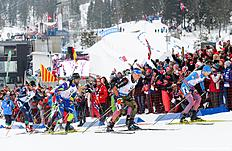 (from R to L) Russias Maxim Tsvetkov, Germanys Erik Lesser, Frances Simon Fourcade and Italys Christian De Lorenzi compete in the Men 4 x 7,5 km Relay event at the IBU World Championships Biathlon competition in Oslo Holmenkollen, on March 12, 2016.nNorway won the event ahead of Germany (2nd) and Canada (3rd). / AFP / JONATHAN NACKSTRAND