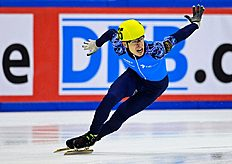 Semen Elistratov of Russia competes to win the men's 1500m final race of the ISU European Short Track speed skating Championships in Dresden, eastern Germany, on January 17, 2014 (AFP Photo/Robert Michael)