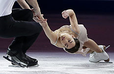 Ksenia Stolbova, right, and Fedor Klimov, left, of Russia, skate фото (photo)