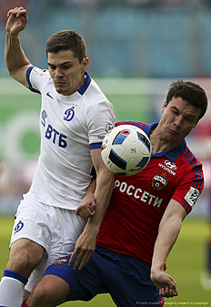 KHIMKI, RUSSIA � APRIL 24: Sergei Tkachyov (R) of PFC CSKA Moscow challenged by Roman Zobnin of FC Dinamo Moscow during the Russian Premier League match between PFC CSKA Moscow and FC Dinamo Moscow at Arena Khimki Stadium on April 24, 2016 in Khimki, Russia.