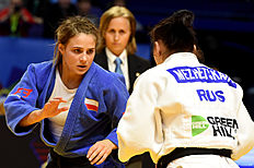 Poland's Arleta Podolak (L) competes against Russia's Daria Mezhetckaia during the gold medal match in the women's team competition at the European Judo Championships in Kazan on April 24, 2016. / AFP / Vasily Maximov