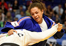 France's Melissa Heleine (Top) competes against Croatia's Marijana Miskovic Hasanbegovic during the bronze medal bout in the women's team competition at the European Judo Championships in Kazan on April 24, 2016. / AFP / Vasily Maximov
