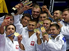 Poland's men judo team poses for a selfie picture with their bronze medals after competing in the European Judo Championships in Kazan on April 24, 2016. / AFP / Vasily Maximov