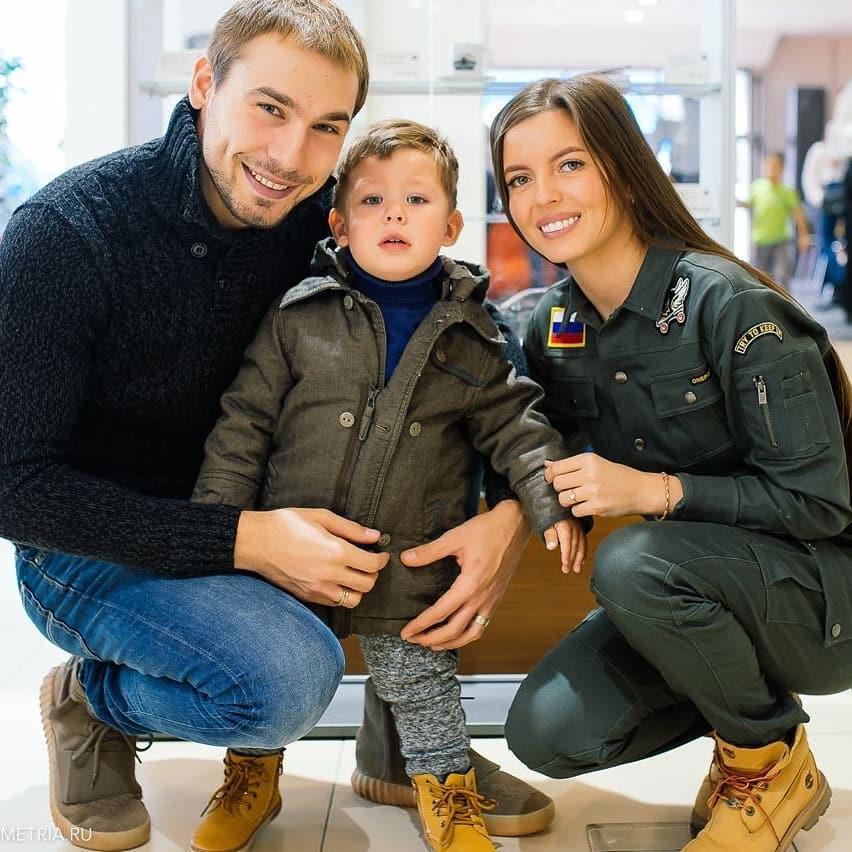 деньги шипулин с семьей фото назначил своими помощниками