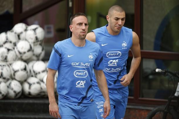 полностью… игроки сборной франции потлерживают бензема всего магазины термобелья