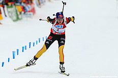 Ruhpolding (Germany), 13/01/2013.- Norway's Emil Hegle Svendsen (C) crosses the finish line to take the third place in the men's 15km Mass Start...