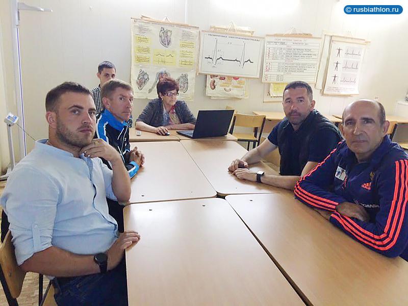 Слева Евгений Куваев и Евгений Шутов, справа Николай Загурский и Виталий Норицын
